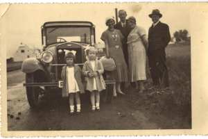 enlarge picture  - photo car Ford family