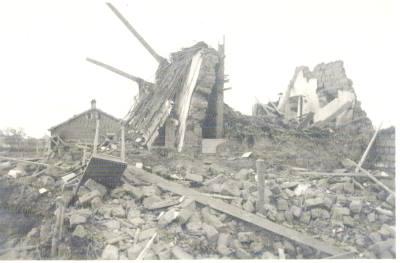 Foto eines zerbombten Landhauses